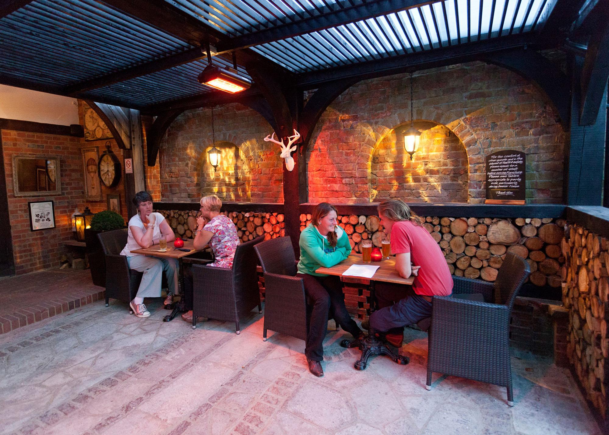pub of the week the king henry viii edenbridge. Black Bedroom Furniture Sets. Home Design Ideas